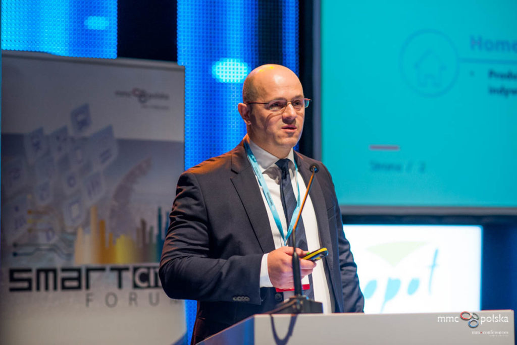Artur Pollak, prezes APA Group, podczas wystąpienia na VI Smart City Forum.